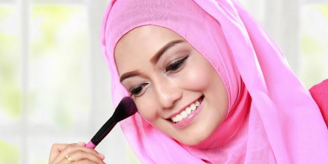 Menggunakan Blush On Harus Sesuai Dengan Warna Kulit Wajah, teknik pakai blush on, cara menggunakan blush on yang benar, cara pakai blush on yang benar