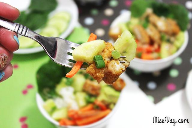 Mini bols poké printaniers au poulet pané #CuisinezavecJanes