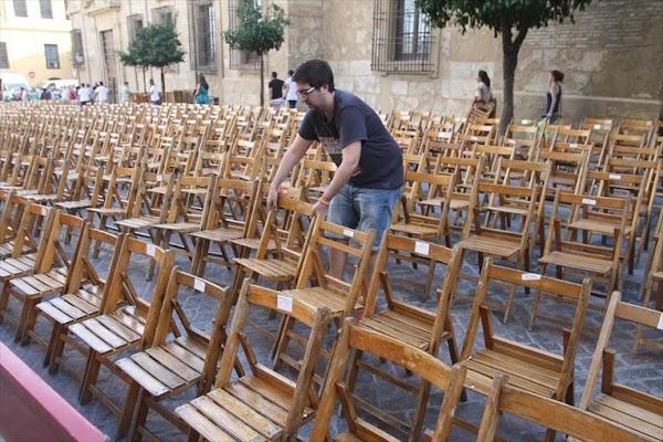 Venta en abierto de las sillas para la procesión magna de Córdoba