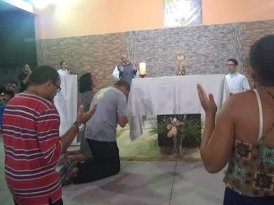 Adoração e contemplação de Jesus Sacramentado no DJC Canindezinho.