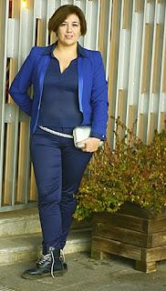 Outfif azul y plata; estilismo ocasión especial