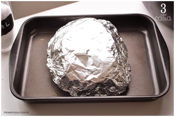 batata rústica na brasa com papel alumínio