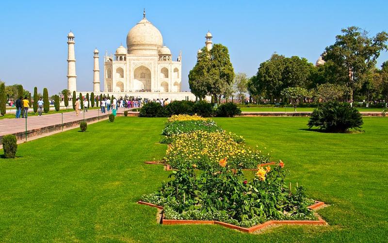 Vista de los jardines del Taj Mahal