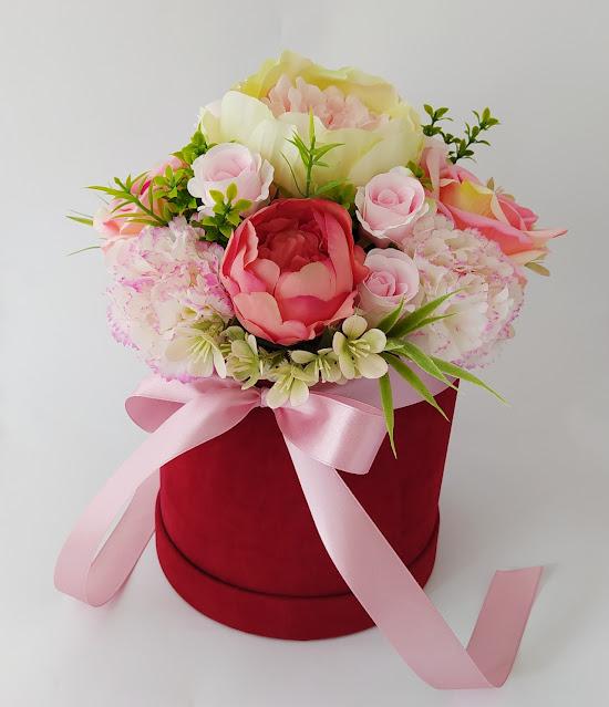 Flower box - wyjątkowe kwiaty w welurowych pudełkach Peonie