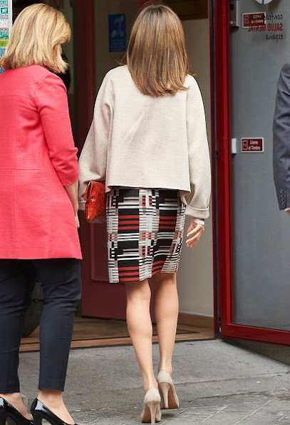 Queen Letizia style, wore Hugo Boss coat, Uterque skirt, Magrit pumps, diamond Earrings, Cartier art deco diamond bracelet