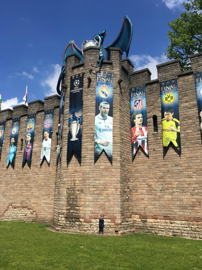 cardiff-castle-champions-league-dragon-Gareth-Bale-banner