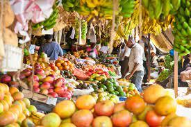 Castors, un des marchés les plus fréquentés : Tourisme, marché, Castors, vente, produit, fruit, légumes, fromages, viandes, poulets, charcuteries, pains, pâtisseries, fleurs, LEUKSENEGAL, Sénégal, Dakar, Afrique
