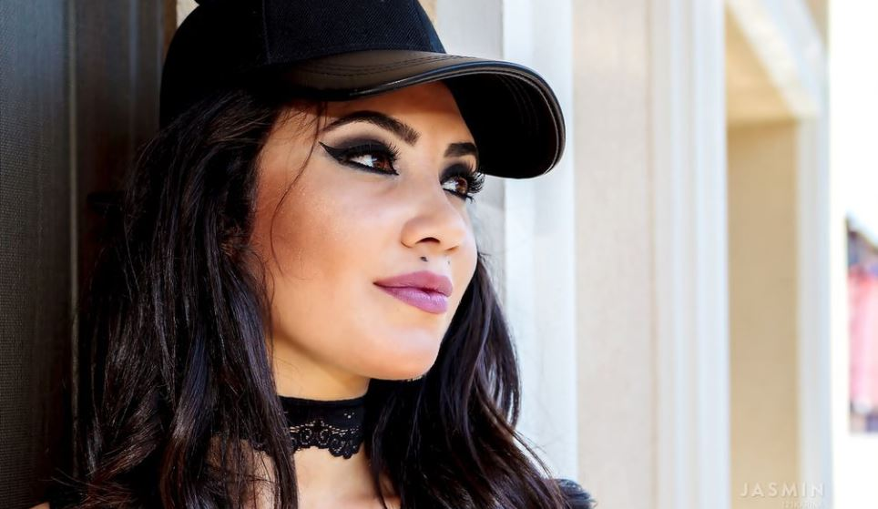 KarinaKriss Model GlamourCams
