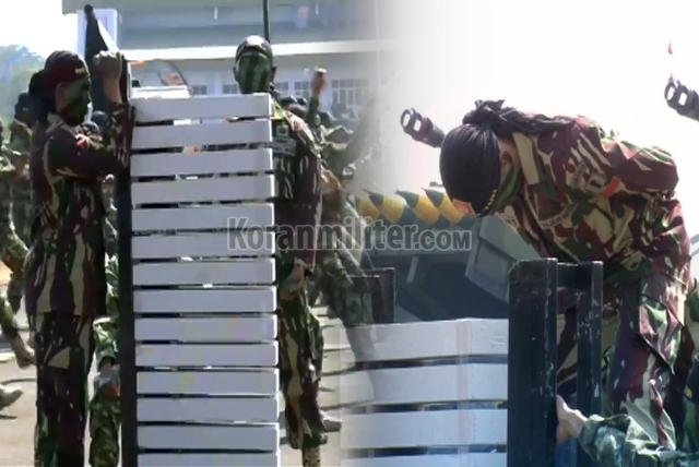 Aksi Kopassus Patahkan Beton Cor Dengan Kepala Dan Siku Tangan Di HUT TNI 74