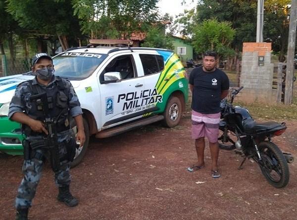 Jovem com moto roubada é preso na cidade de José de Freitas