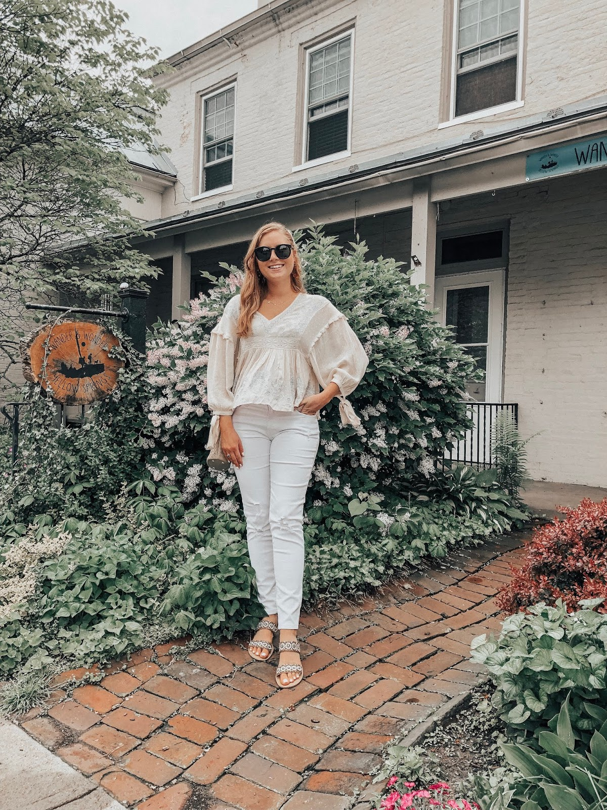 affordable by amanda is a tampa blogger sharing her favorite white denim jeans on a budget