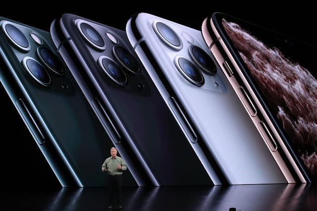 iPhone 11 Max/Pro dan iPhone 11R dengan kamera selfie berkemampuan 12MP, tiga kamera belakang 12MP (standar + ultrawide + telephoto).