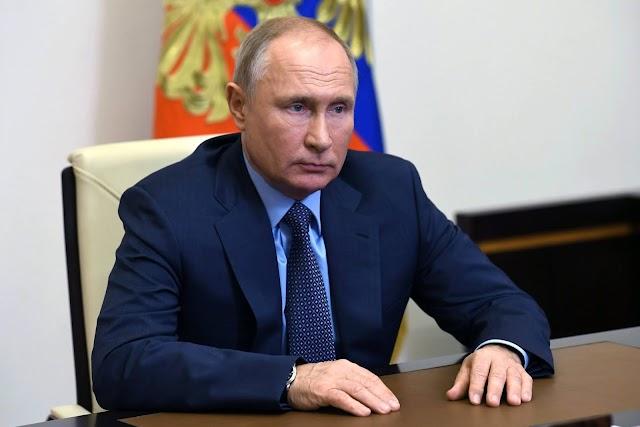 Putyin törvényileg tiltaná, hogy a szovjeteket a nácikhoz hasonlítsák