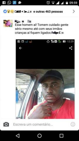 Há duas semanas, o serralheiro Carlos Luiz Batista, de 39 anos, tem medo de sair de casa. Ele passou a receber ameaças depois que uma foto sua viralizou na internet com a informação de que ele seria estuprador e sequestrador de crianças. Nas mensagens, o nome de Carlos não é citado. Ele é identificado como morador de Mesquita, na Baixada Fluminense, e dono de um carro Fox de cor preta. O serralheiro, no entanto, mora em Cosmo, na Zona Oeste do Rio, e dirige um Corsa verde.