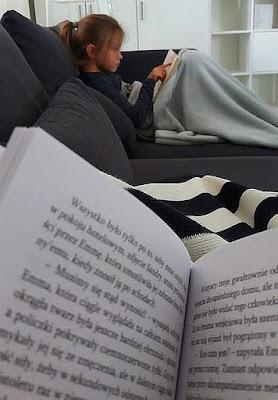 Zostań w domu. Czytaj książki.