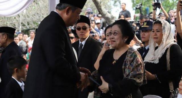 Takziah di Pemakaman Ibu Ani, Akhiri 'Perang Dingin' Mega - SBY