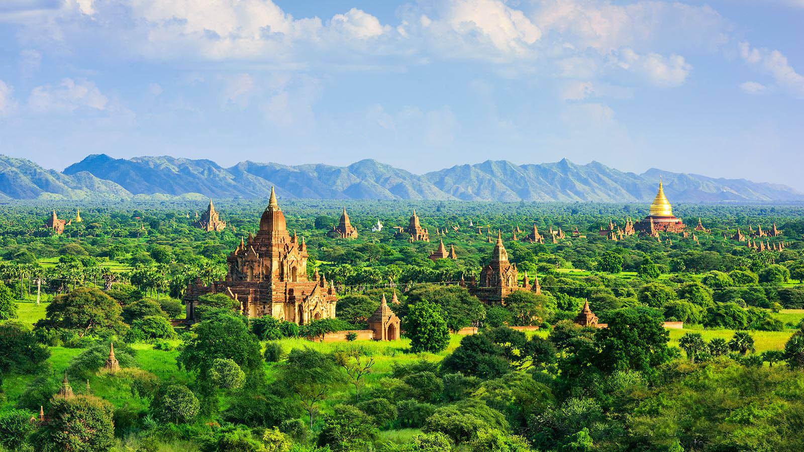 Горный хребет у Багана в Мьянме