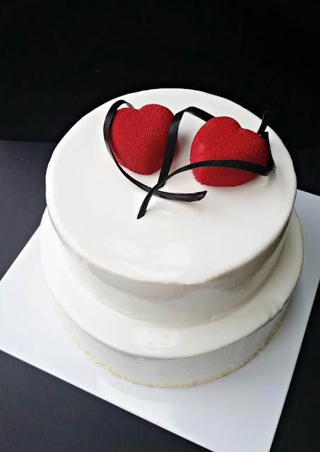 Mousse Torte mit Velvet Herzen