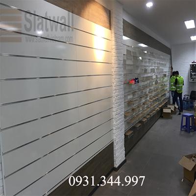 Tấm gỗ slatwall panels cài rãnh nhôm T trưng bày cho showroom, cửa hiệu - 221326