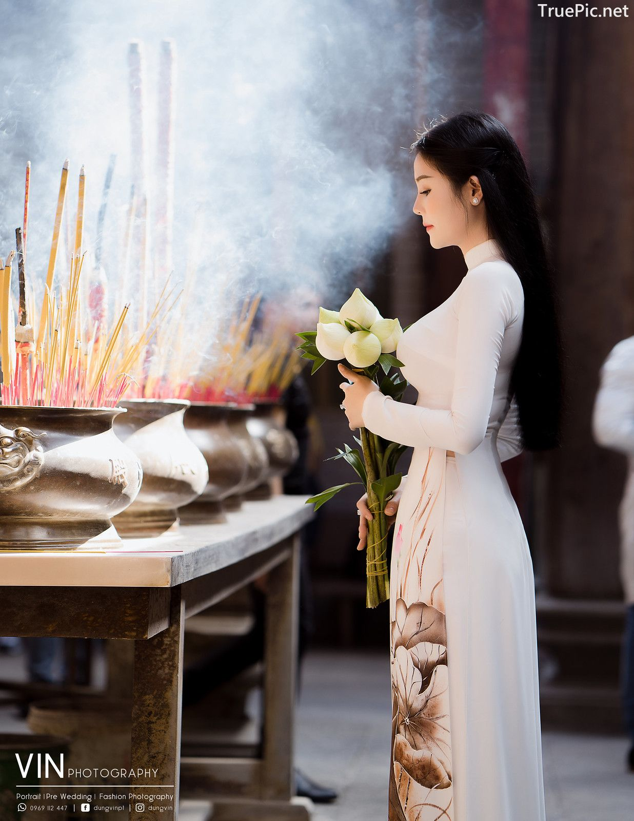 Image-Vietnamese-Beautiful-Girl-Ao-Dai-Vietnam-Traditional-Dress-by-VIN-Photo-1-TruePic.net- Picture-2
