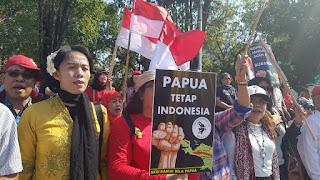 *Solidaritas Pemuda dan Mahasiswa Gelar Aksi Dukung Pemerintah Ciptakan Papua yang Damai