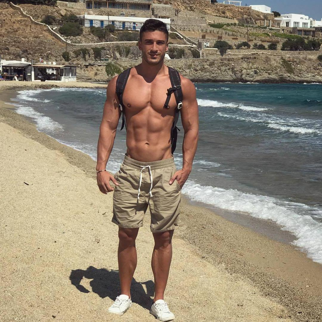 beefy-beach-stranger-shirtless-fit-gay-body-david-castilla-versatile-pictures