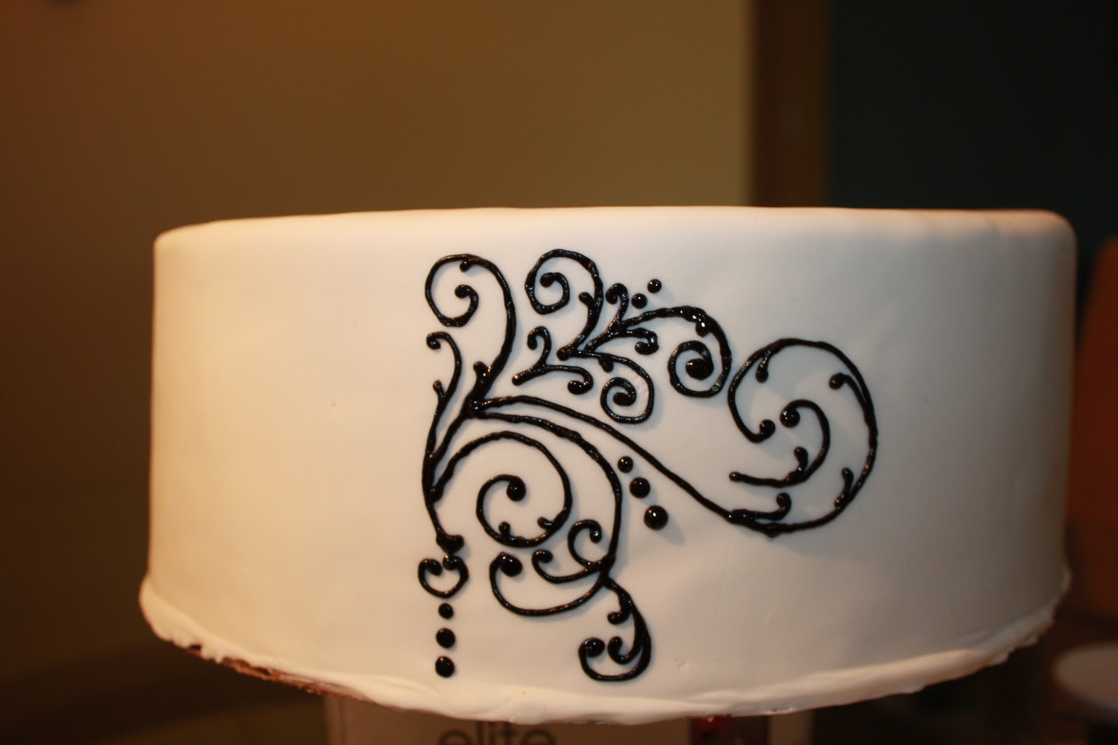 Sweet Eats Cakes: Pin Prick Method for Piping Scroll Work ...