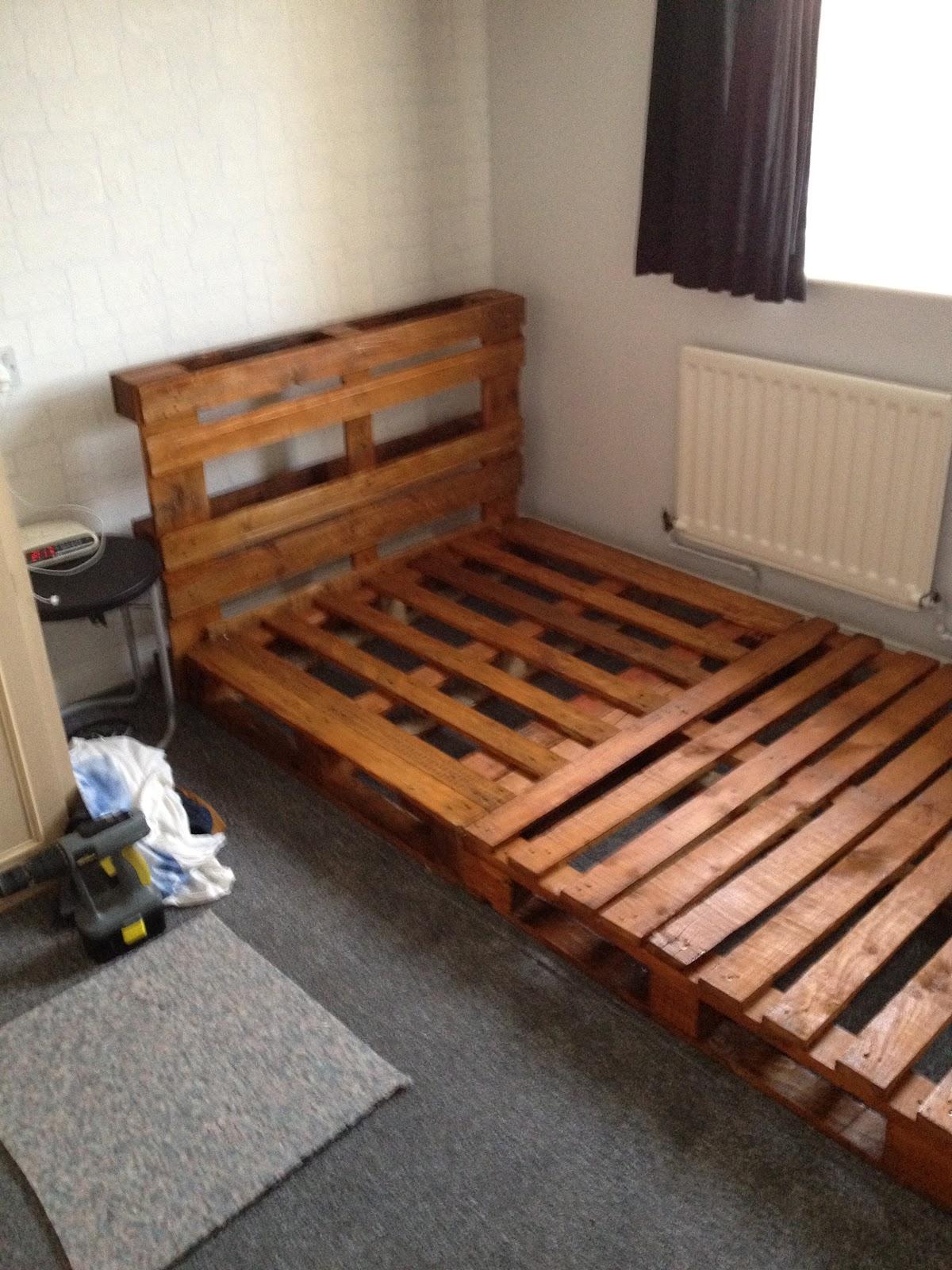 notinabox: DIY Pallet Bed on Pallet Bed Room  id=32068