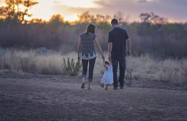 Buat Papah Mama Muda yang Suka Pamer Kemesraan di Media Sosial