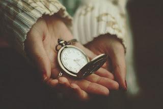 O tempo de Deus tem seus mistérios, porém não nos cabe entender, mas confiar