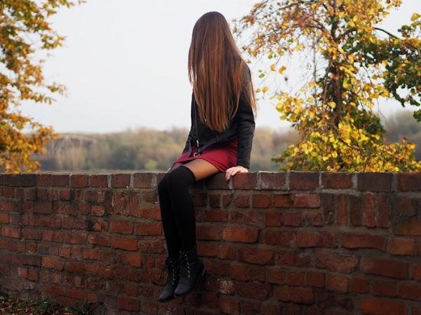 203. Stylizacja: Ramoneska, sukienka i zakolanówki.