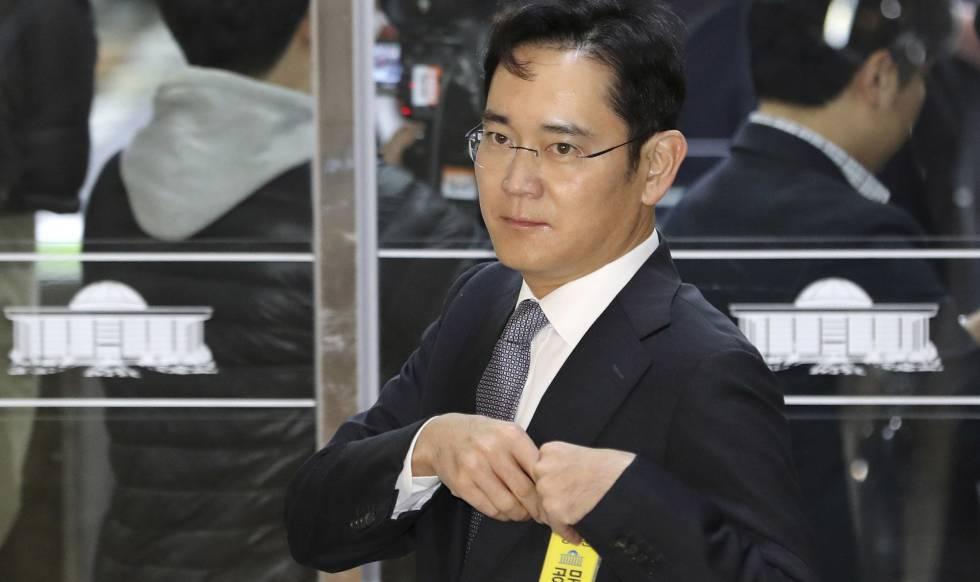 Dos años y medio de cárcel por corrupción para el heredero de Samsung