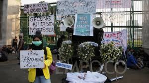 Tulisan Kocak Waktu Demo Mahasiswa di Depan Gedung DPR 17