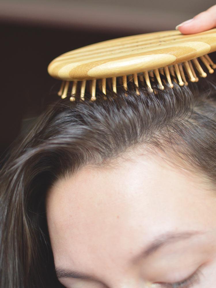 Jak zrobić peeling skóry głowy? Najlepsze peelingi do włosów - Czytaj więcej »
