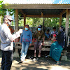 Kapolsek Polsel, Pimpin Pembagian Masker Gratis Pada Warga Lakukan Penekanan