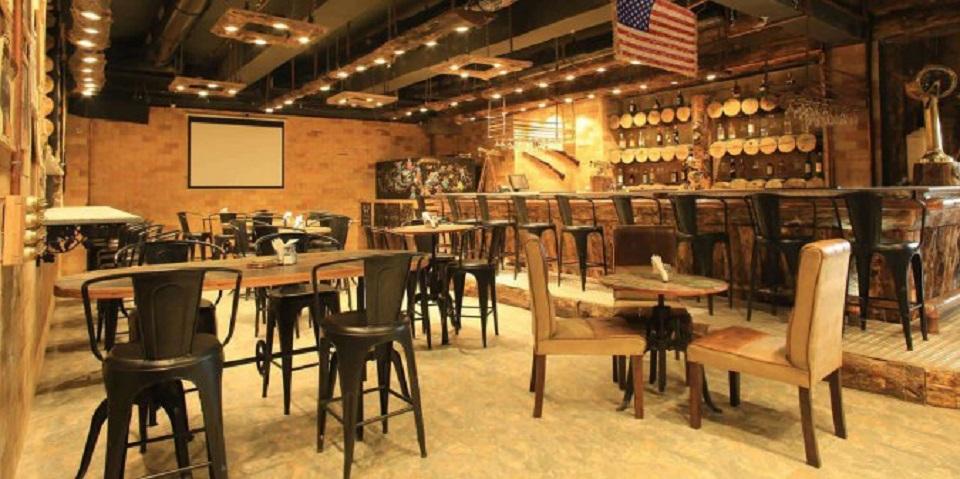 nội thất quán cafe phong cách cowboy