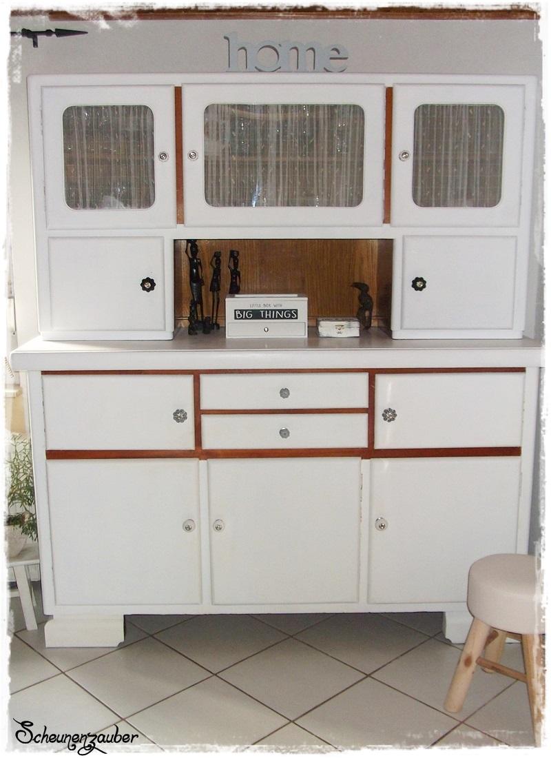 scheunenzauber omas k chenschrank mit kreidefarbe. Black Bedroom Furniture Sets. Home Design Ideas