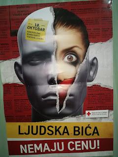 Плакат са мотом Црвеног крста