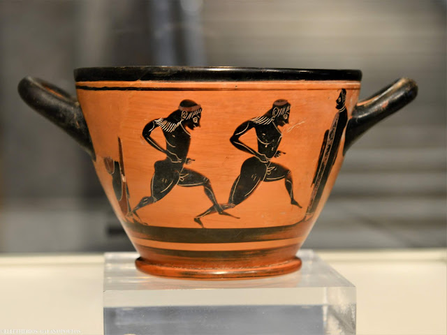 Ancient cup given to first marathon victor returned to Greece