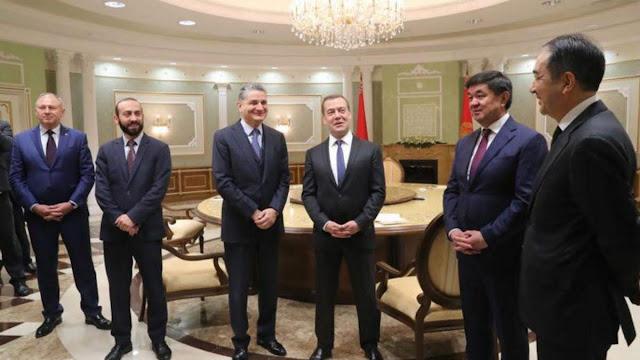 Reunión a puerta cerrada entre Mirzoyan y Lukashenko