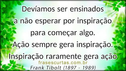 Devíamos ser ensinados a não esperar por inspiração para começar algo. Ação sempre gera inspiração. Inspiração raramente gera ação
