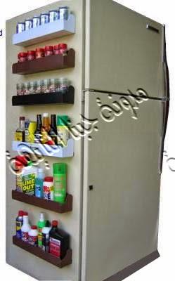 استغلال أحد جوانب الثلاجة فى عمل أرفف خشبية يوضع عليها كل ماتريدى من منظفات وزجاجات للزيوت والبهارات وغيرها