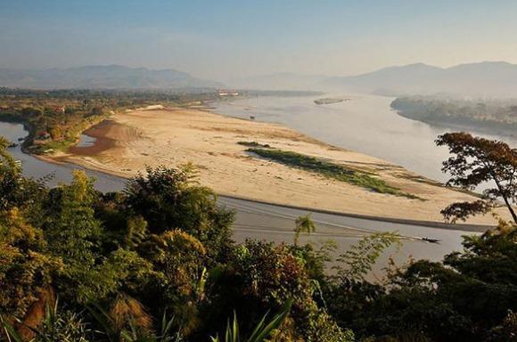 Tổ chức Mekong Freedom Network của Thái Lan nhận định: 8 đập thủy điện nằm trên lãnh thổ Trung Quốc là thủ phạm chính khiến mực nước sông Mekong xuống thấp kỷ lục.