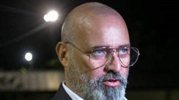 """Reddito di cittadinanza, scontro Bonaccini-Barca: """"Politica faccia alzare dal divano"""""""