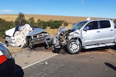 Tragédia: Batida frontal entre carro e hilux deixa 6 mortos em MG