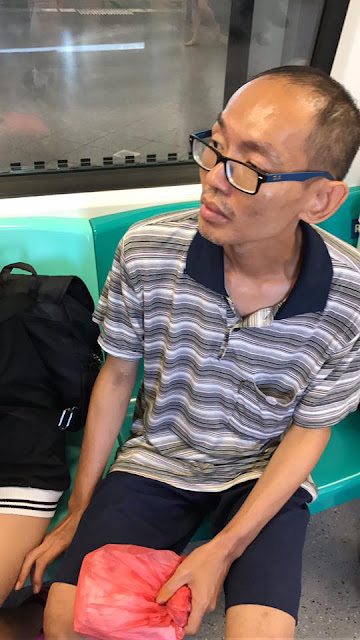 A Pervert Was Caught Touching A Girl's Legs Inside A Public Train In Singapore!