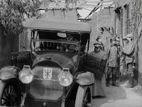 """Кадр из к/ф Чарли Чаплина """"На плечо"""" / Shoulder Arms (1918) - 31"""