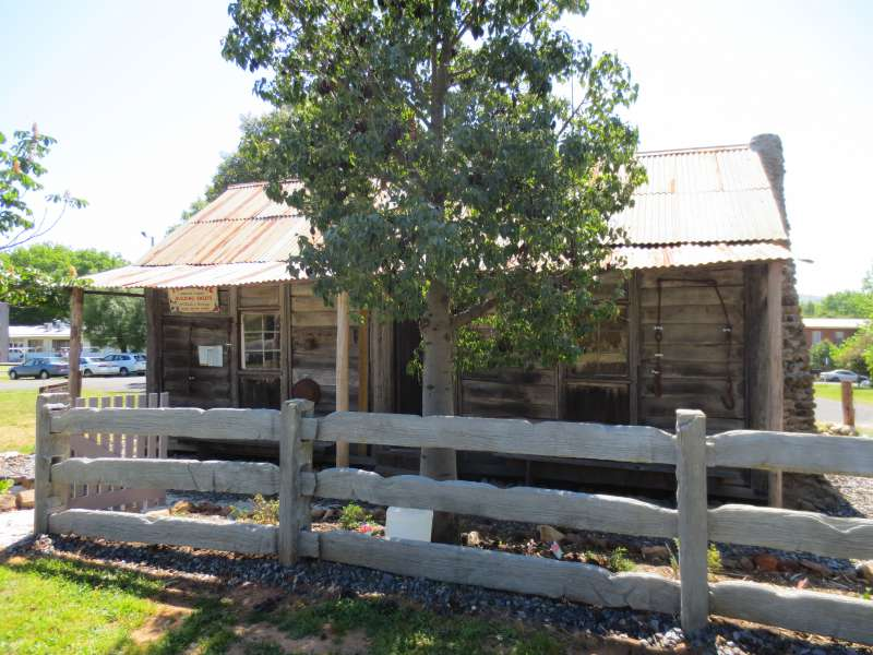 Lords Hut, Tallangatta