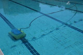 ΥΔΡΟΒΙΟΣ καθαρισμός  στο Δημοτικό Κολυμβητήριο Καλαμάτας