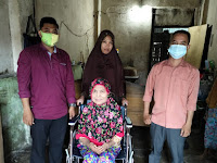 Prihatin Kepada Penderita Lumpuh, dr. Riski Ramadhan Berikan Kursi Roda
